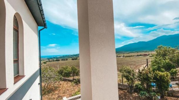 Продам дом и земельный участок на ЮБК