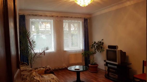 №246 3-комнатная квартира с собственной землей и гостевым домиком